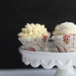 für Schneeball Cupcakes mit Buttercreme-Kokos Topping