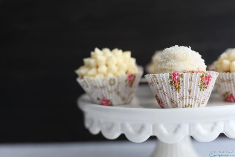 Cupcakes auf Tortenplatte