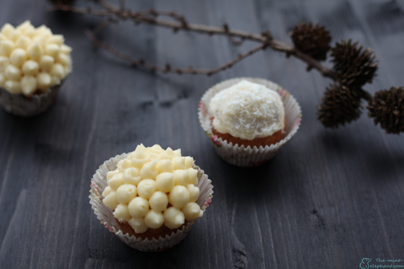 Cupcakes auf holz mit zweig