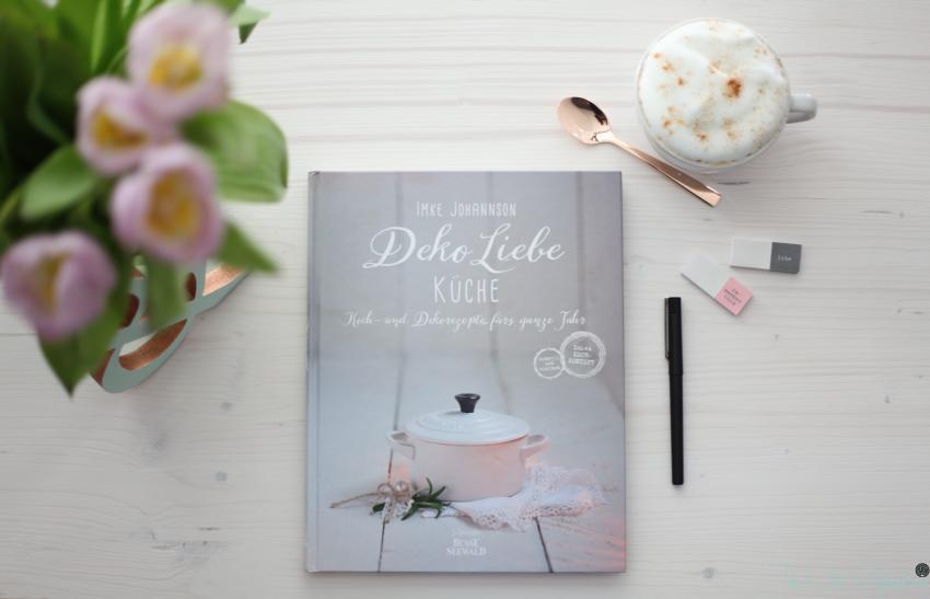 Deko Liebe Buch von oben  mit Tulpen2
