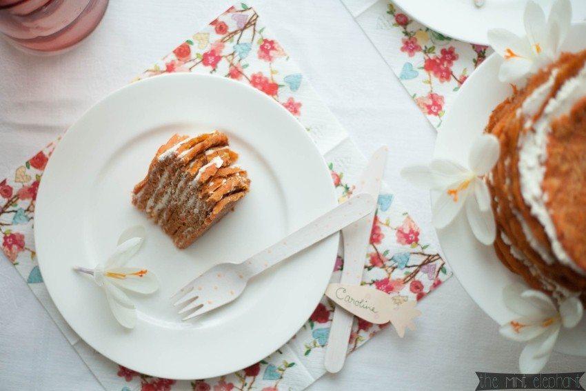 Möhrenpfannkuchen auf Kuchenteller