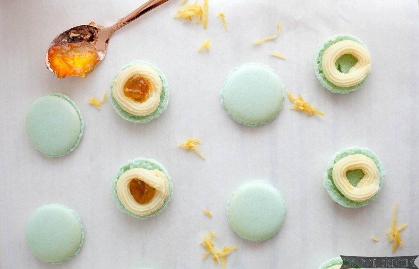 Macarons mint gefüllt mit Orangenmarmelade und Ganache2