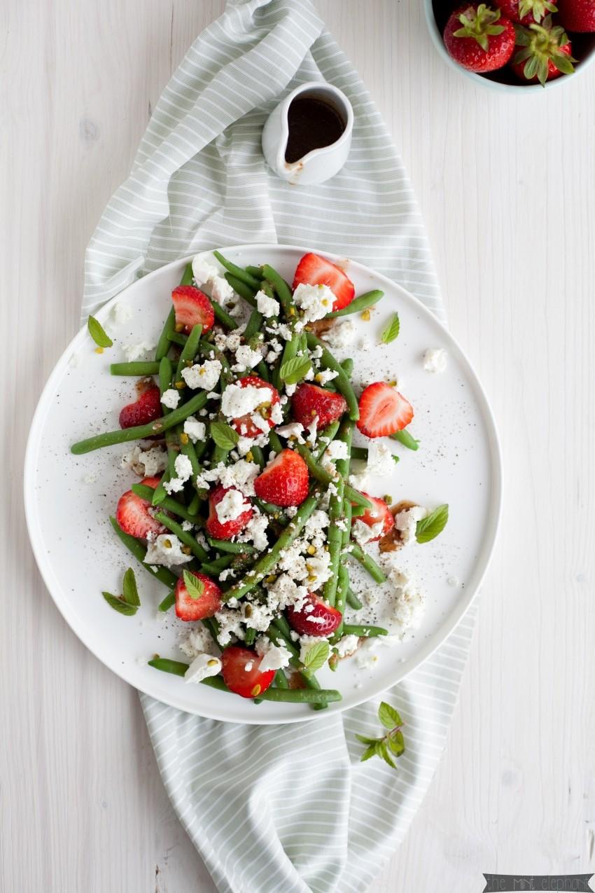 Bohnen Salat mit Erdbeeren und Feta von oben