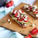 für Erdbeer-Avocado Schnittchen