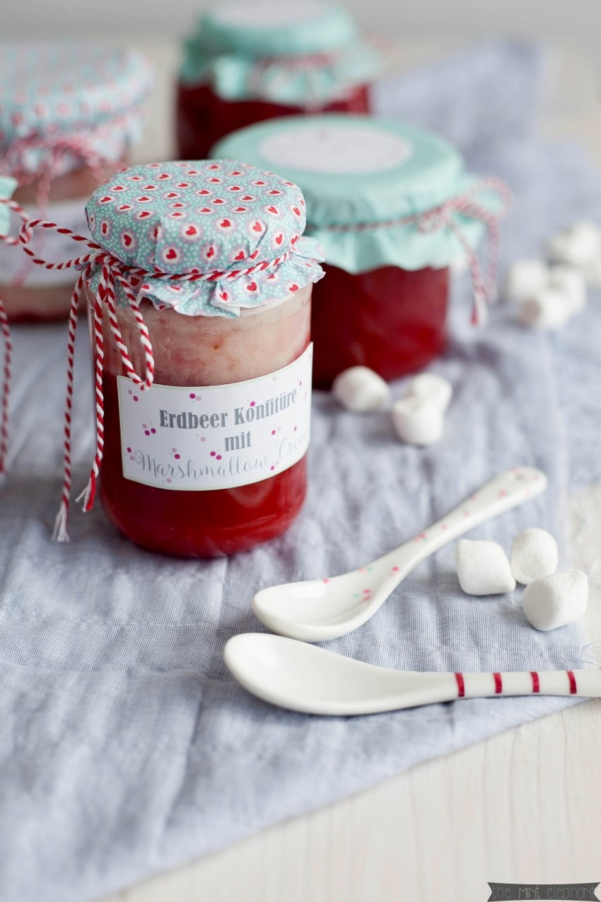 Erdbeer Konfitüre mit Marshmallowcreme frontal